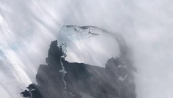 စင်ကာပူနိုင်ငံ တနိုင်ငံစာရှိတဲ့ရေခဲပြင်ကြီး အန္တာတိကတိုက်မှ ကွဲထွက်လာ