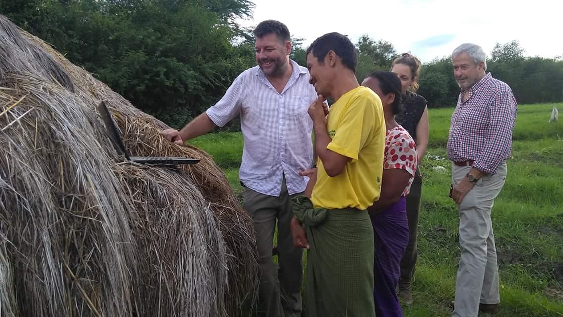 တောင်သူတွေရဲ့ မေးခွန်းတွေကို ဖြေဆိုဖို့ နယူးဇီလန်စီမံကိန်းမှ နို့စားနွားမွေးမြူရေးပညာရှင်များ အစိမ်းရောင်လမ်းမှာပါဝင်လာ