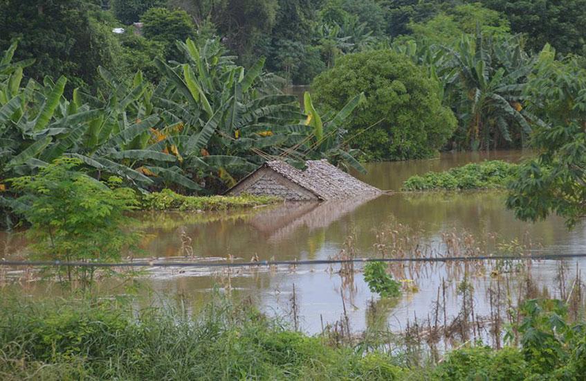 သံလွင်မြစ်ရေ မြင့်တက်ပြီး စတုတ္ထအကြိမ် ရေကြီးရေလျှံမှုဖြစ်ပေါ်ခြင်းကြောင့် ဘားအံမြို့နယ်အတွင်း ရေဘေးကယ်ဆယ်ရေးစခန်းများ တိုးမြှင့်ဖွင့်လှစ်