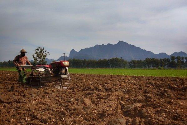 ကြံခင်း- ပခုက္ကူ ရထားလမ်းဖောက်လုပ်မှု စီမံကိန်းအတွင်း ပါရှိသည့် လယ်ယာမြေများအတွက် လျော် ကြေးငွေများ ပေးအပ်