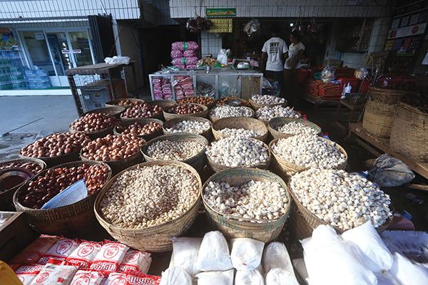 တရုတ် ကြက်သွန်ဖြူကြောင့် ပြည်တွင်း ကြက်သွန်ဖြူဈေးကွက်ကျဆင်း